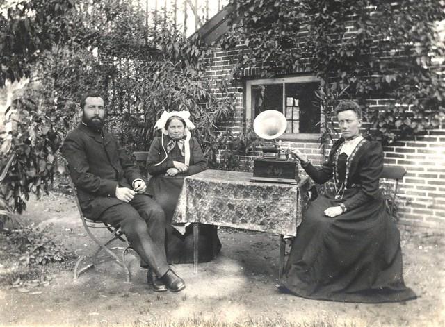 1909 6 In de tuin