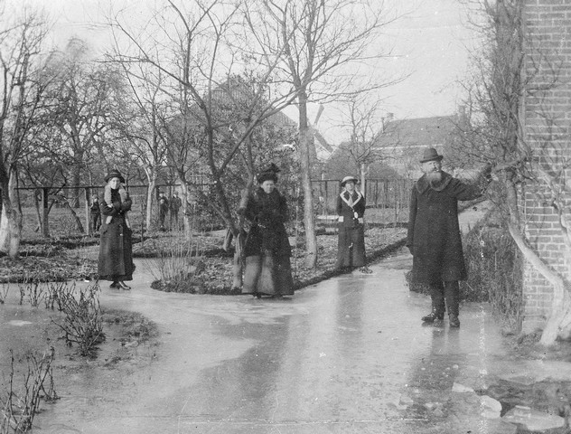 1914 2 Familie Suermondt in de winter